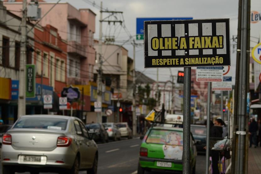Falta-de-sinalização-dificulta-trânsito-no-centro-da-cidade1.jpg