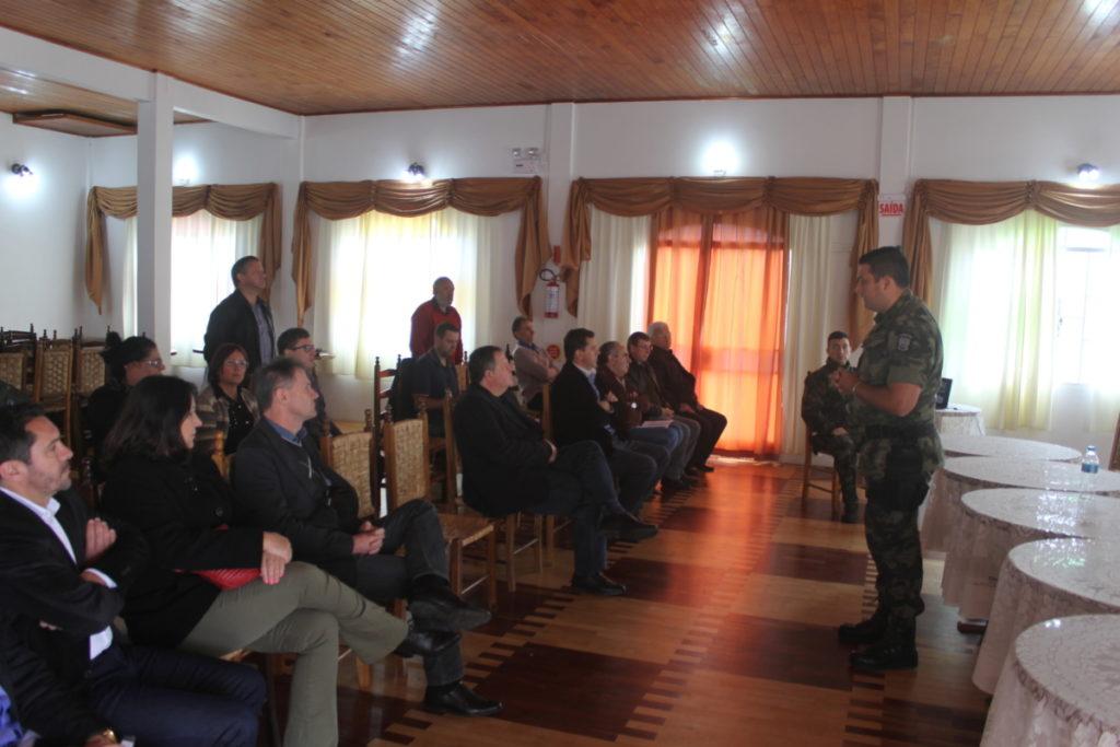 Foto-3-Polícia-Ambiental-apresenta-trabalho-para-conselheiros.jpg