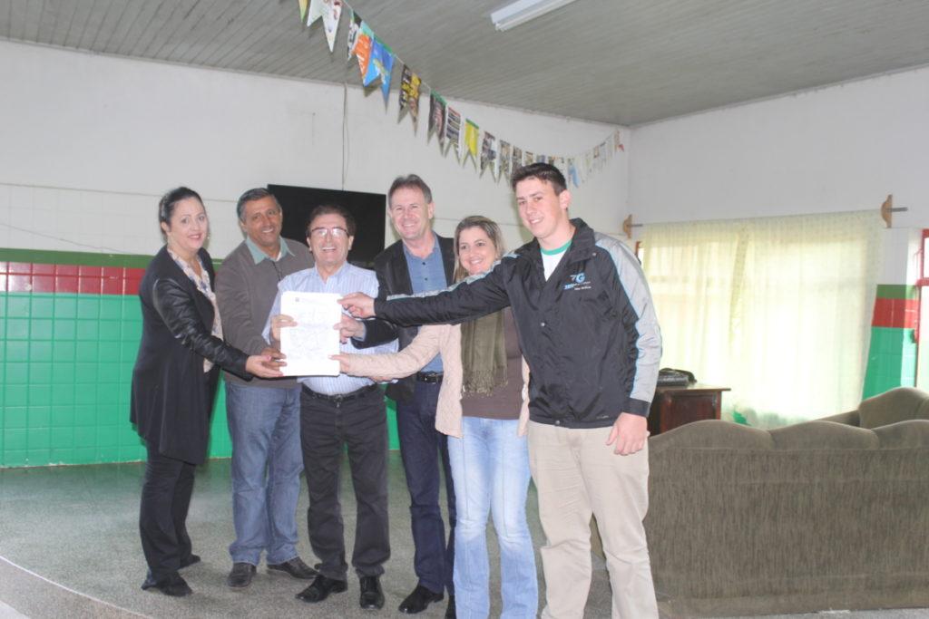 Foto-entrega-do-contrato-a-direção-do-Cedup-Vidal-Ramos.jpg