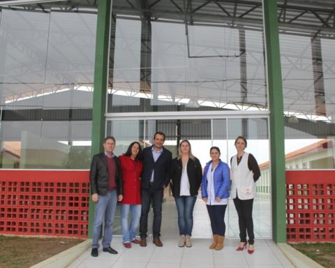 ADR Canoinhas visita escola Irmãs Felícitas após a colocação de vidros
