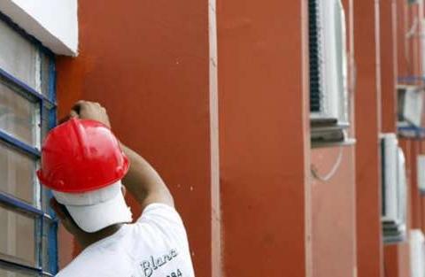 Pintores fazem parte do setor de serviços.