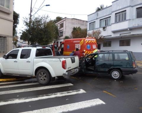 Corpo de Bombeiros atende acidente em frente à Gráfica Uniporto