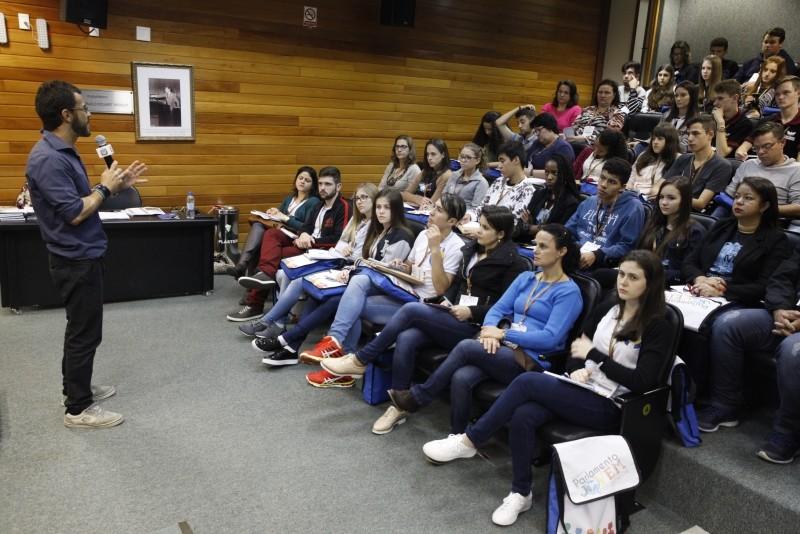 SC-Curso-de-oratória-dá-início-à-programação-do-22º-Parlamento-Jovem.jpg