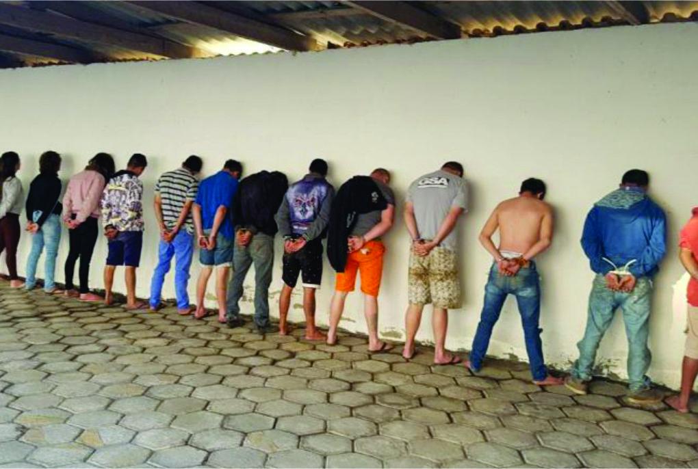 presos-canoinhas-900x444.jpg