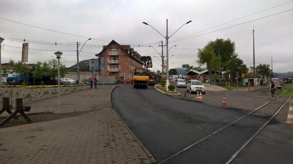 f081217-Transito-Interditado-Centro-Porto-União-Pavimentação-2.jpg
