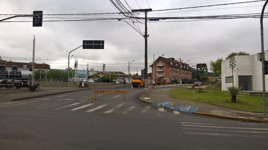 f081217-Transito-Interditado-Centro-Porto-União-Pavimentação-3.jpg