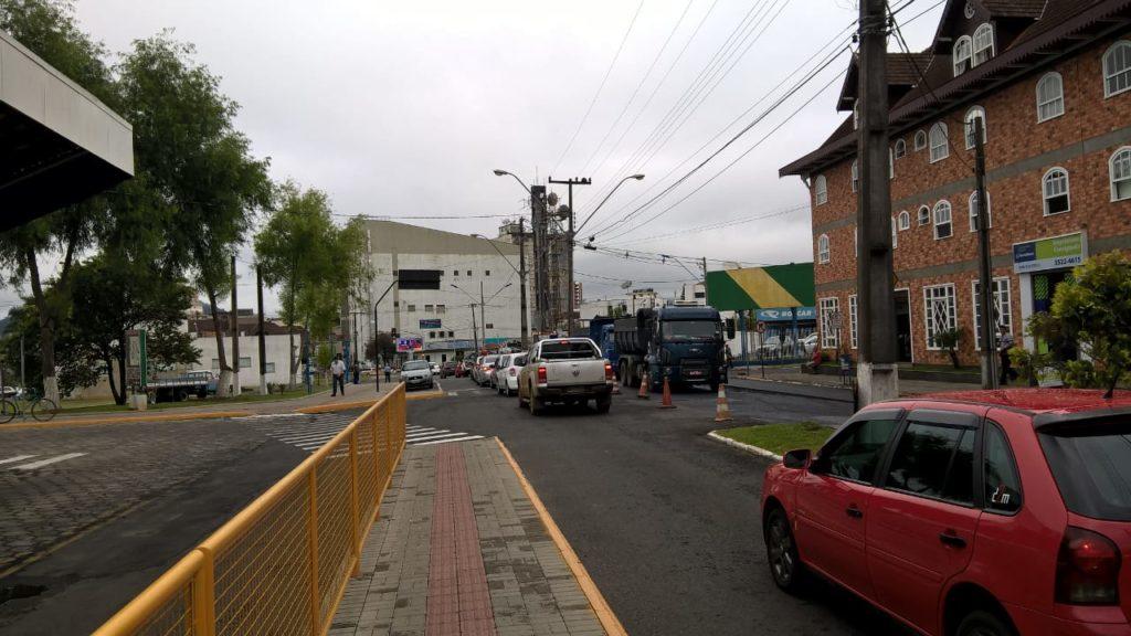 f081217-Transito-Interditado-Centro-Porto-União-Pavimentação-5.jpg