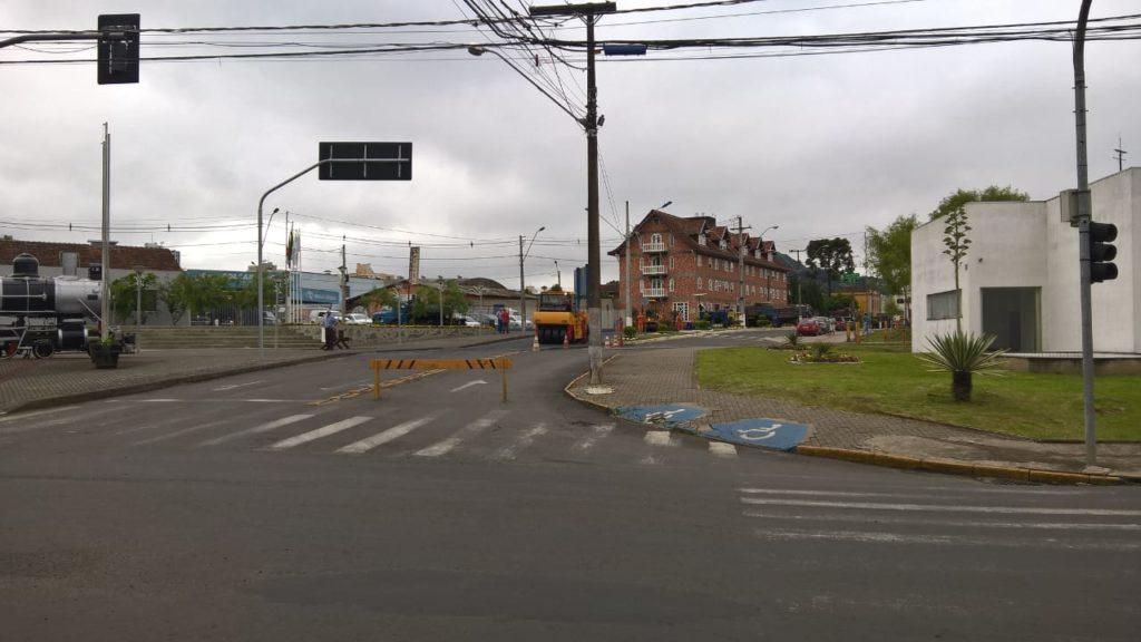 f081217-Transito-Interditado-Centro-Porto-União-Pavimentação-7.jpg