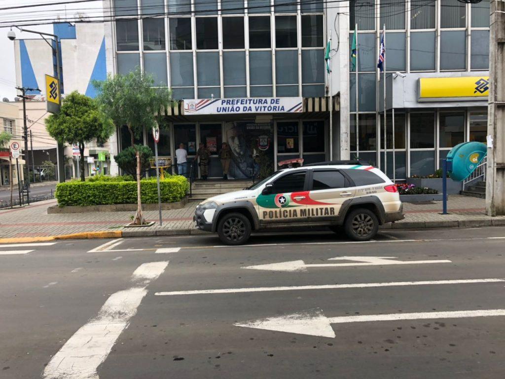 f220117-Loc-Prefeitura-de-União-fecahada-pela-polícia-3.jpeg