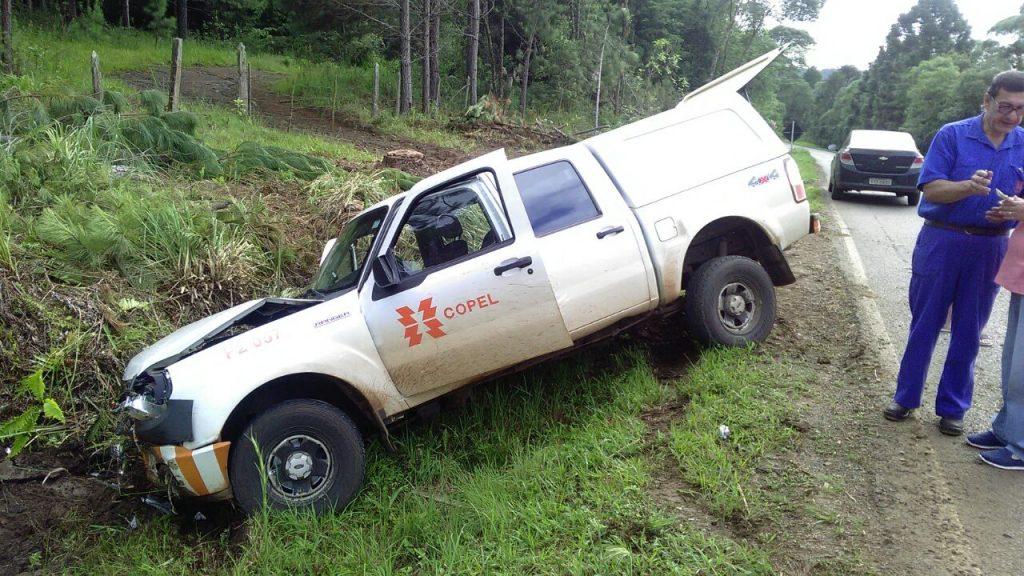 f310118-ACI-Camionete-Copel-Acidente-Estrada-Cruz-Machado-1.jpg