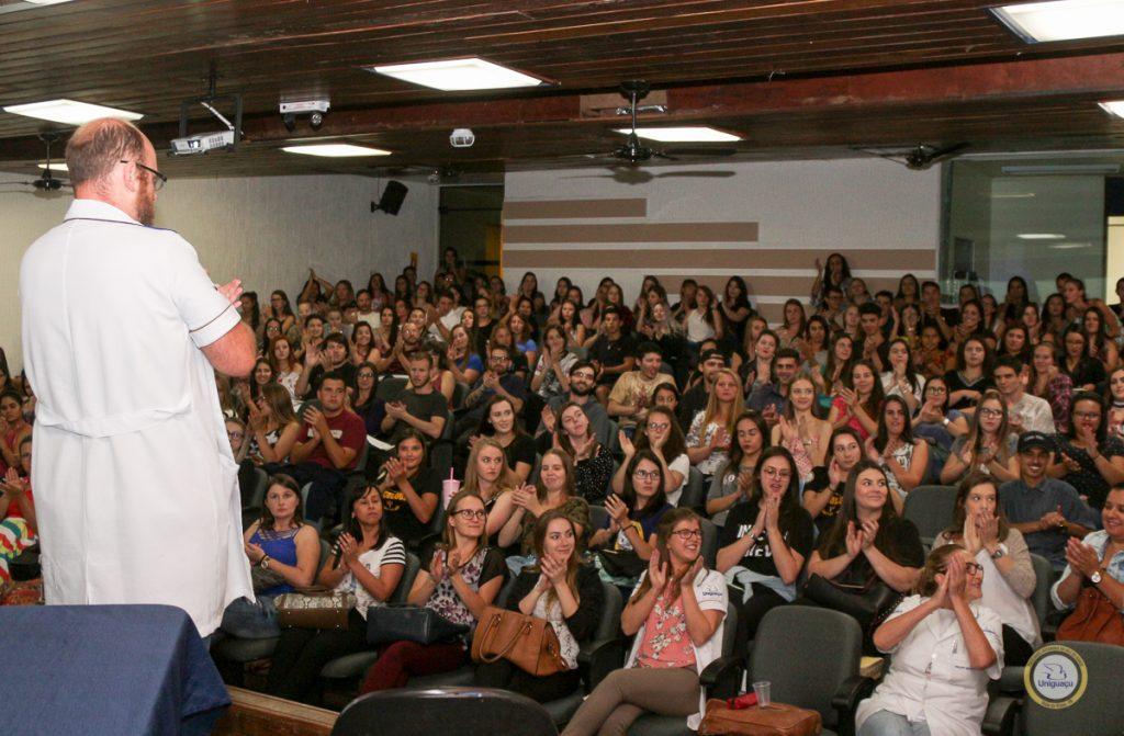 f01-03-18-CURSO-DE-PSICOLOGIA-REALIZA-AULA.jpg