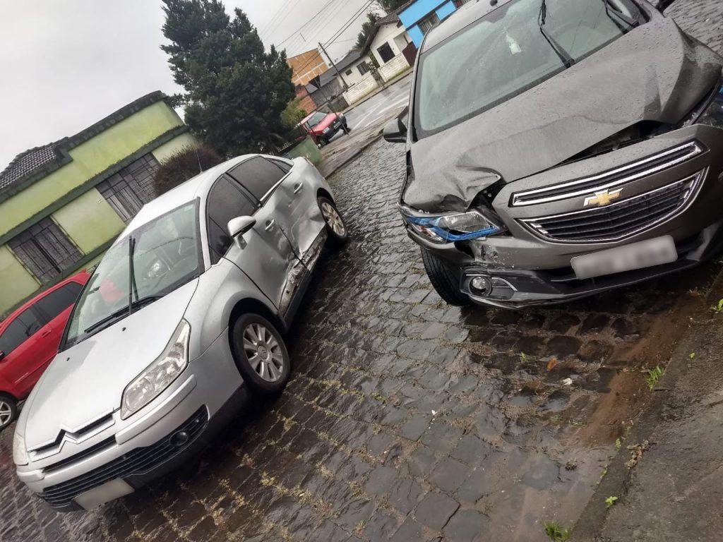 f22-08-18-acidente-entre-carros.jpg