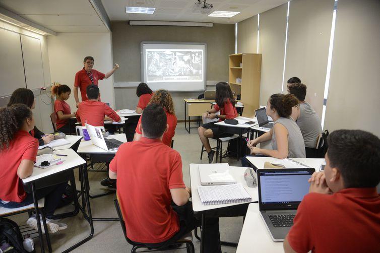 Alunos da Escola Sesc de Ensino Médio durante aula, na Barra da Tijuca, zona oeste do Rio.