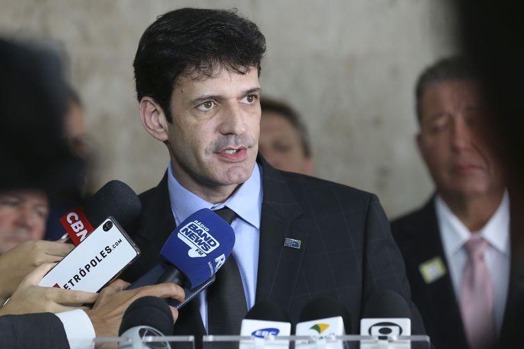 Após reunião com o presidente Jair Bolsonaro, o ministro do Turismo, Macelo Henrique Teixeira Dias, fala com a imprensa no Palácio do Planalto