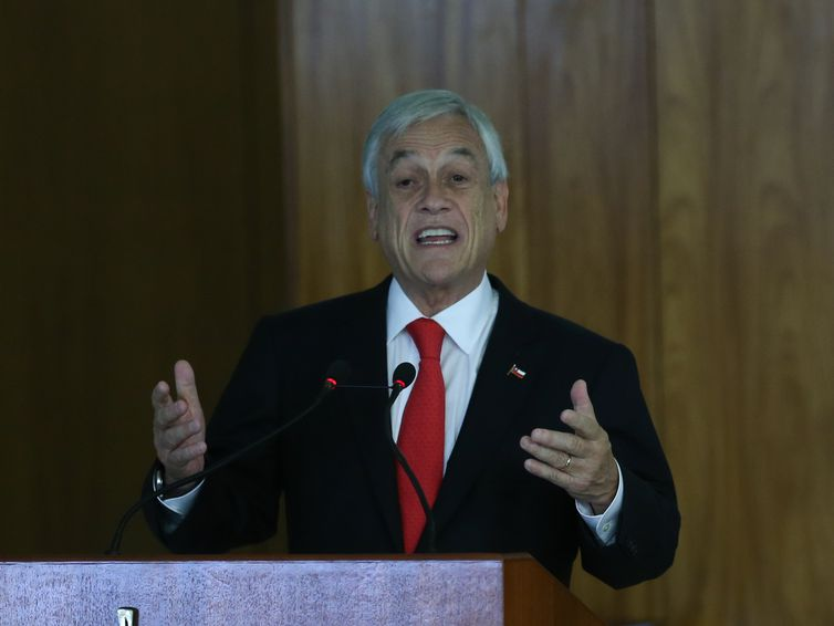 O presidente do Chile, Sebastián Piñera, fala à imprensa, no Palácio do Planalto