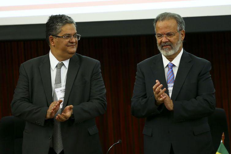 O presidente do instituto brasileiro de direito eleitoral, Henrique Neves, e o ex-ministro Raul Jungmann, durante o Seminário Internacional Fake News e Eleições, promovido pelo Tribunal Superior Eleitoral (TSE).