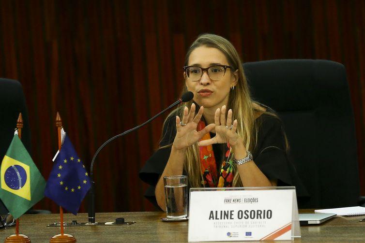 A assessora-chefe de gabinete do TSE, Aline Osório, durante o Seminário Internacional Fake News e Eleições, promovido pelo Tribunal Superior Eleitoral (TSE).